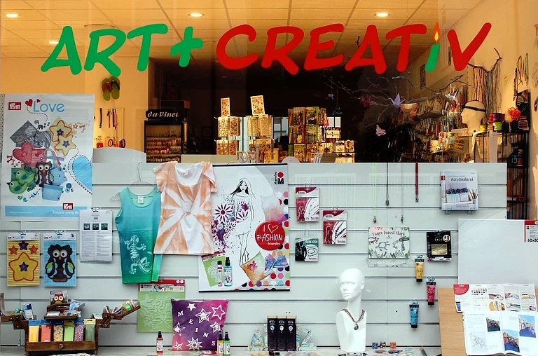 Art + Creativ Bieber – Schaufenster Dekoration