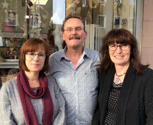 HOBBY Creativ – Inhaber Ute und Marco Raible mit Lydia Schüler