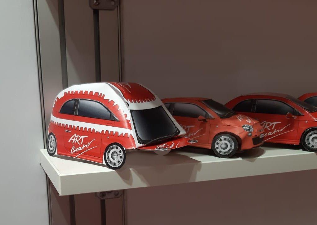 ART Creativ Papp-Auto zur 20 Jahr-Feier