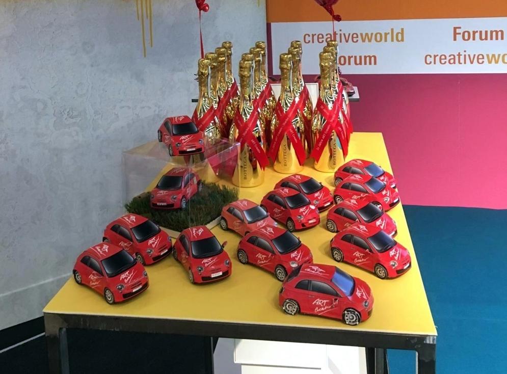ART Creativ Papp-Autos zur 20 Jahr-Feier
