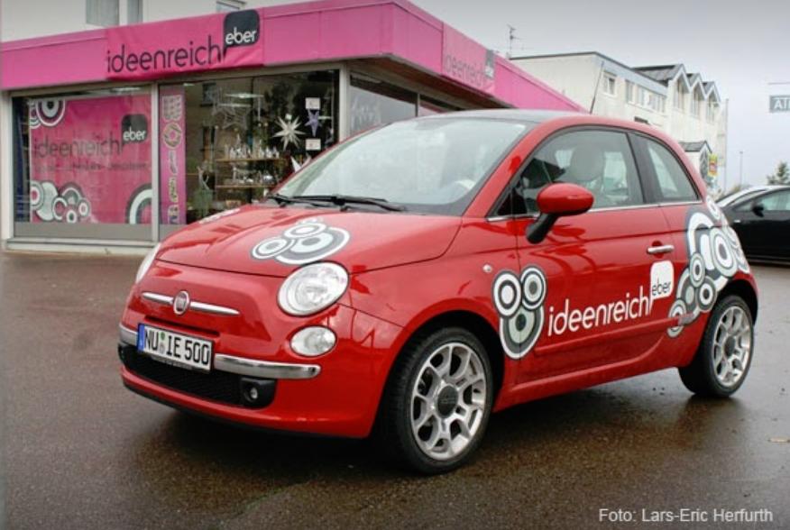 Ideenreich Eber mit rotem Fiat 500