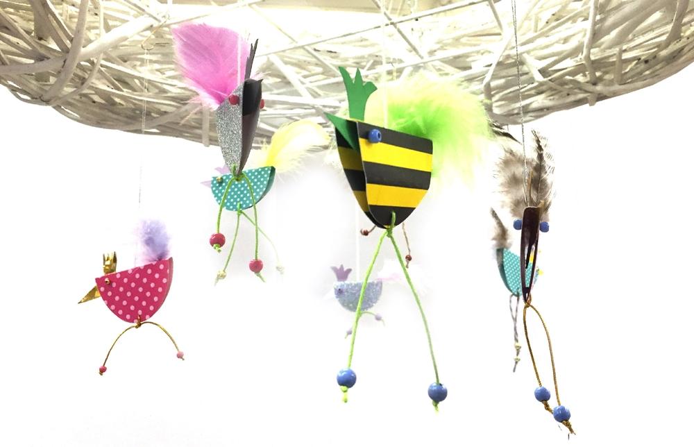 Farbenfrohe Zaunkönige – Bastelidee von Astrid Kobes Hobby Dittrich, Hamburg
