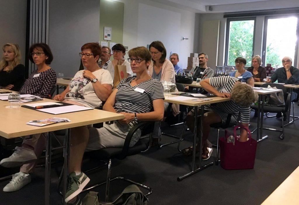 20. Generalversammlung zeigt die Mitglieder im Vortrag zur Suchmaschinenoptimierung.