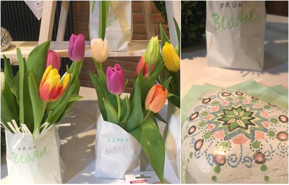 Tulpen in beschrifteten Papiertüten.