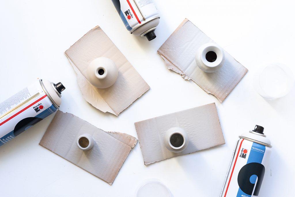 Mehrere Vasen wurden mit dem Marabu a-system eingesprüht.