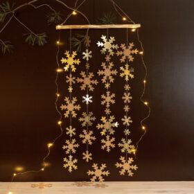 Tanzende Schneeflocken in gold