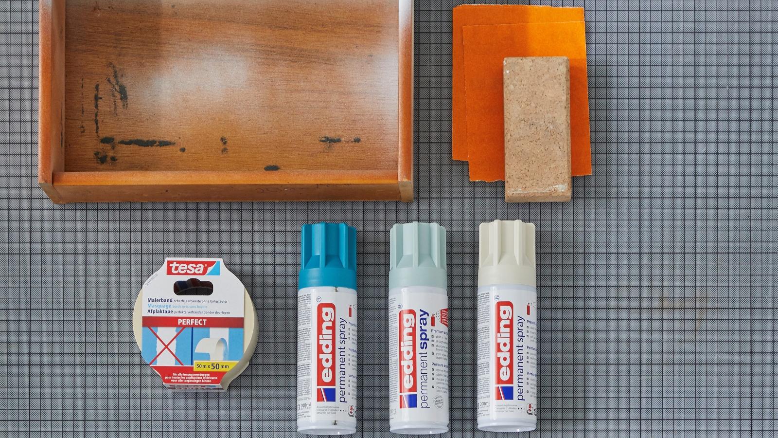 Schublade von Kommode und edding Farbspray in 3 Farben.