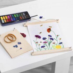 Aquarellbild mit gepressten Blumen