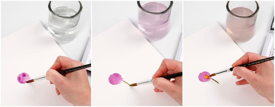 Eine lila Blume wird mit Wasserfarben gemalt