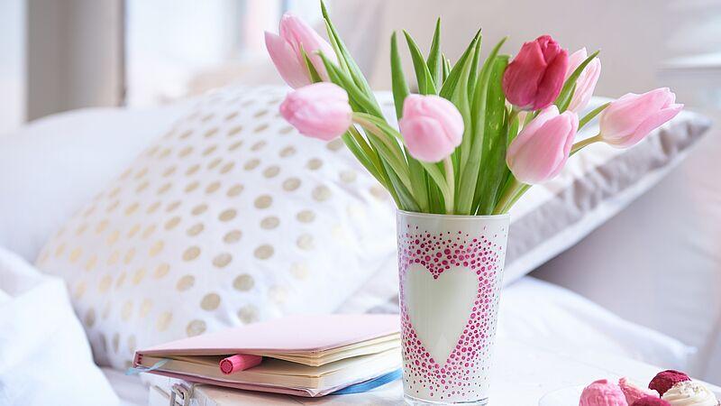 Vase mit Tulpen zum Muttertag