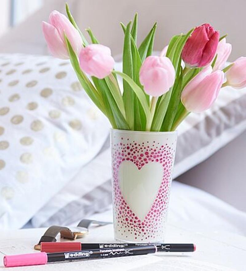 Vase und Porzellanmalstifte zum Muttertag