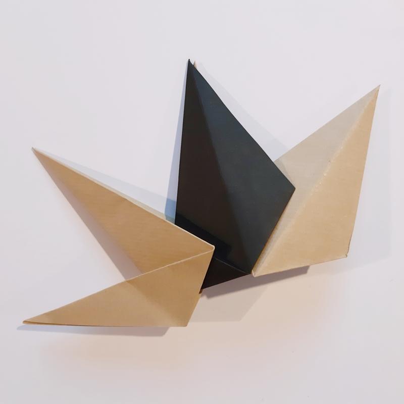 Die zweite Sternspitze für die Faltsterne wird in die zweite Spitze geschoben